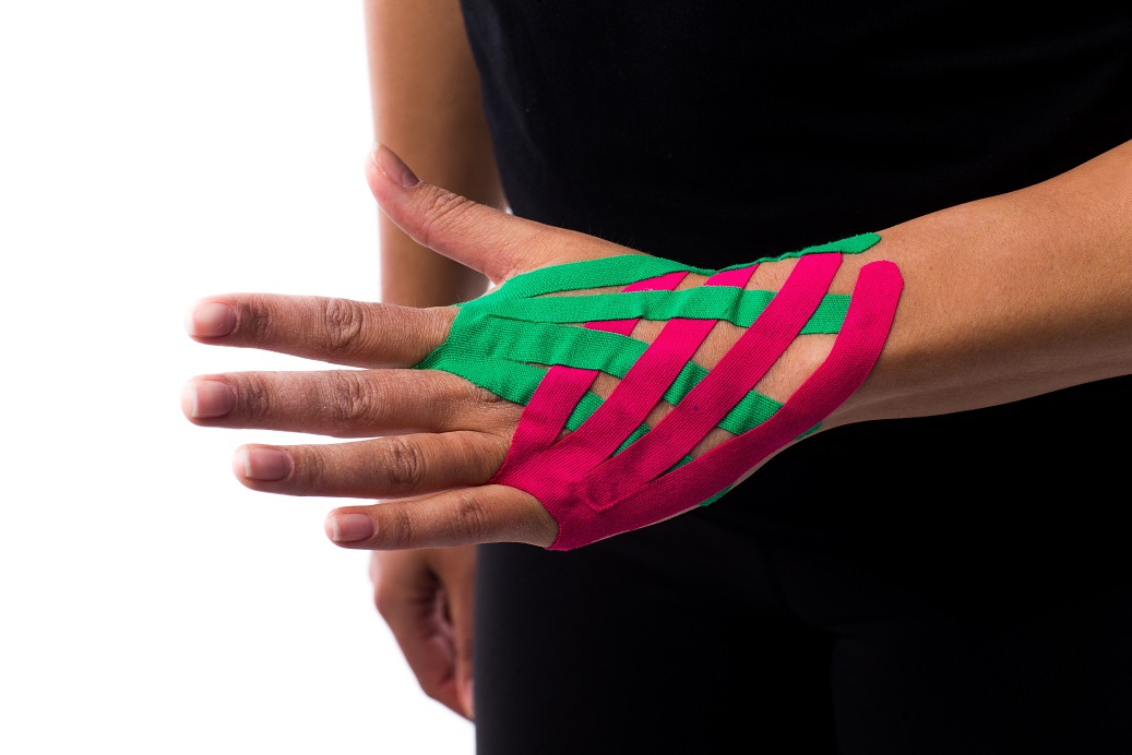 medical_taping_hand_pols